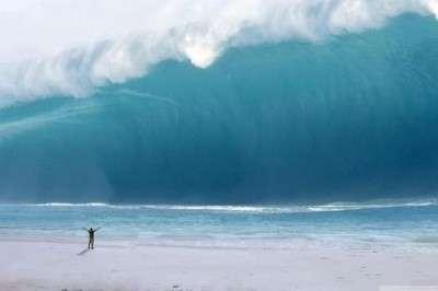 a-man_vs_tsunami-1533246