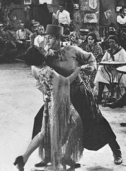 """Rodolfo Valentino balla il tango ne """"I quattro cavalieri dell'Apocalisse""""."""
