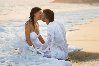 Kissing-Couple-1