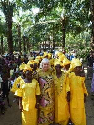 Le donne tutte in giallo, simbolo del rinnovamento.