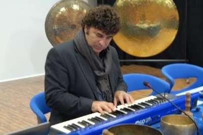 Rino al pianoforte