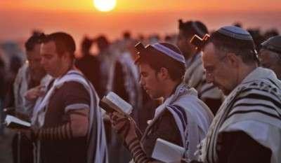 Ebrei in preghiera.