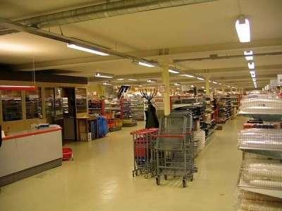 Supermercato nella base sotterranea militare di Musko in Svezia