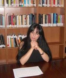 Biella. Amalia si concentra durante un esperimento.