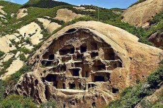 Cina. Le caverne di Guyaju.