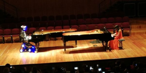 La sfida: robot versus umano al pianoforte