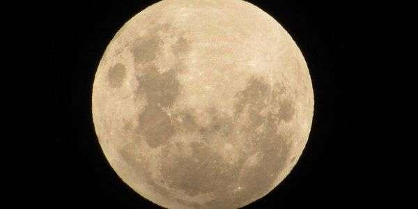 Eclissi di luna… fragola
